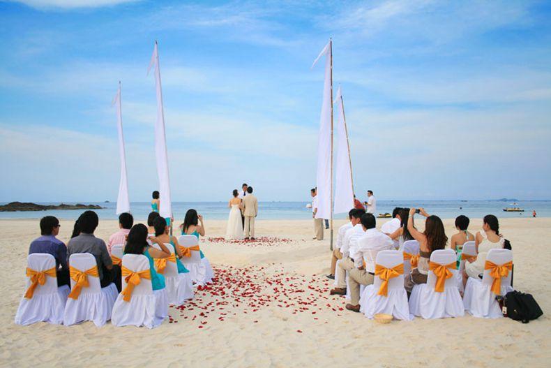 民丹岛泄湖度假村拥有给您举行婚礼的优美场所.